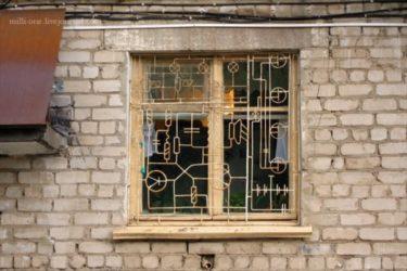 回路図をイメージしたロシアの窓枠がハラショー