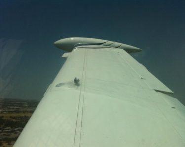 おそロシア!飛行機の窓から翼を見たらフタが・・・
