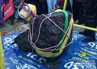 隕石&宇宙人VS潜水チーム ロシア・チェリャビンスクに落ちた隕石の回収に成功