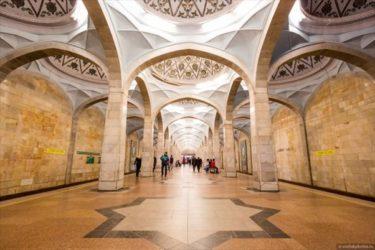 ウズベキスタン、タシケントの地下鉄駅が豪華ですごい