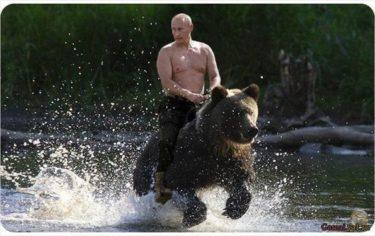 ロシア土産に最適!プーチンが熊に乗ったコラ画像がまさかのフィギュア化!