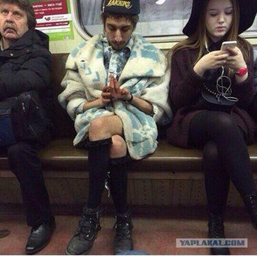 モスクワメトロのとてもおしゃれな乗客たち