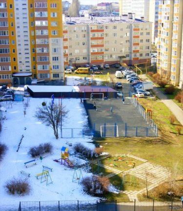 ロシアで撮影された冬と春の境界線がはっきりと分かる写真