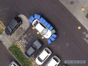 迷惑駐車に怒ったロシアのゴミ収集作業員の対抗措置