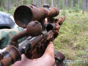 爆弾、手榴弾、弾薬.・・・ ロシアの森から掘り出せる戦争の名残。