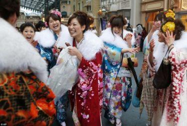 ロシア人「日本の成人式って噴水に飛び込まないの?」 -成人式を見たロシア人の反応