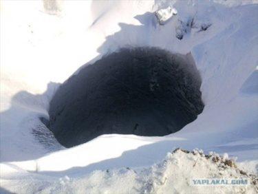 シベリアに深さ100mもある謎の穴が突如出現!天然ガス?地獄へ通じる穴?ソチの雪はここから運んだ?
