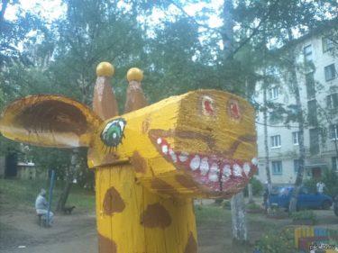 ロシアの公園に置かれた動物たちがおそロシア