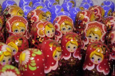 村人のほとんどがマトリョーシカ作りに携わるロシアのポルホフスキー・マイダン村