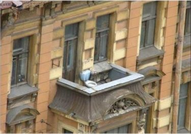 ロシア人の創意工夫の結晶が見れるのはアパートのベランダ