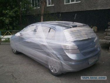 保存用?嫌がらせ?ロシアでラップでグルグル巻きにされた車が発見される