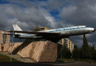 ロシアの街にはモニュメントとして飛行機や戦車の実物が飾られている