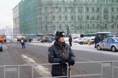 ロシア人「11月10日は警察官の日だから彼らの写真を見て祝おう!」