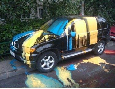 塗装を剥いだり便器を載せたり、迷惑駐車に対する仕返しがおそロシア