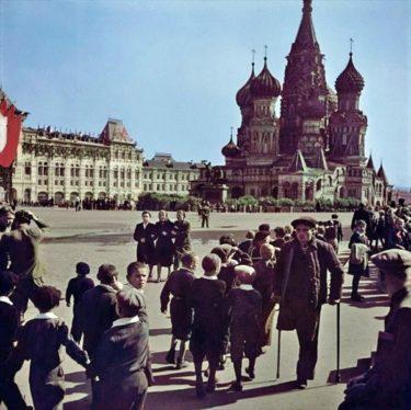 ロバート・キャパが撮影した1947年のソビエトのカラー写真