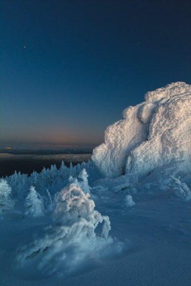 おとぎ話のような美しさ!ウラル山脈タガナイ連峰の冬