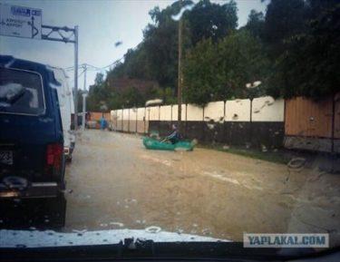ソチのオリンピック会場周辺で洪水が発生