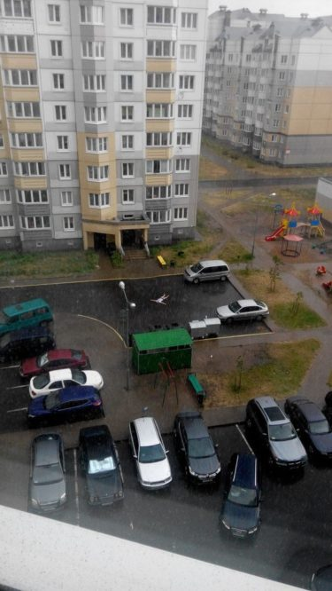 猛暑が続いたロシアで雨が降ったときの過ごし方