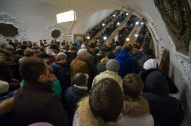 モスクワの地下鉄の混雑ぶりがおそロシア