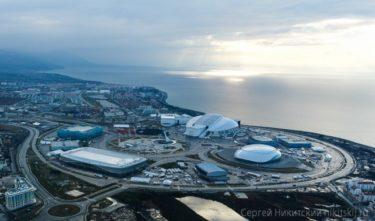ソチオリンピックの会場を空から見てきた!「もうほとんど完成してるね!」「中はぜんぜん出来てないよ・・・」