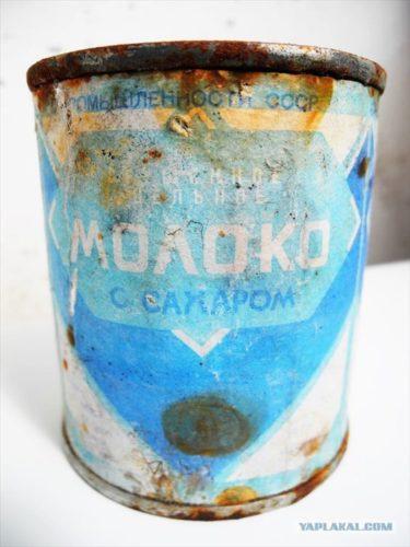 約50年前に作られたソビエト時代の練乳缶詰を開けたら茹で練乳みたいだった