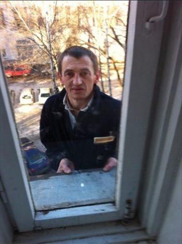 「まだ死にたくないから入れてください…」ミンスクで泥棒が5階の窓から侵入未遂