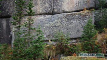 巨石文明の痕跡?それとも天然の産物?ロシア各地に点在する謎の巨岩