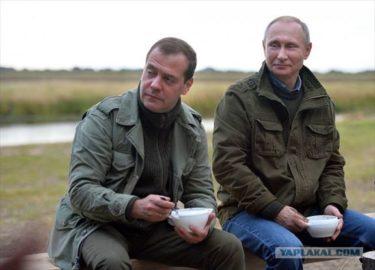 メドヴェージェフというブロガーのSNSにお友達のプーチンと魚釣りにいった様子がアップされた