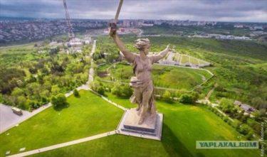 大迫力!ボルゴグラードにそびえ立つ巨大な「母なる祖国像」