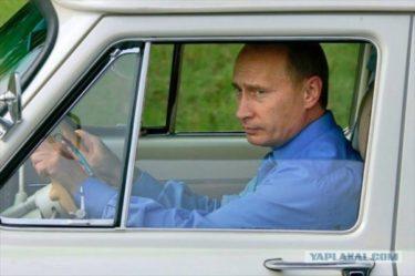 車からクマまで、様々な乗り物に乗るプーチンを紹介します!