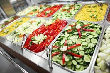 サラダバーまである最近リニューアルされたロシア軍の食堂
