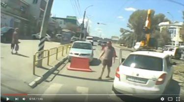 ロシアの路上で新たなスポーツが誕生?無意味で容赦無いストリートカーリング