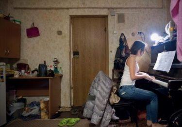 ロシアの大学生の寮生活を撮影した写真