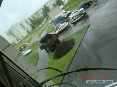 おそロシア!芝生に違法駐車されるから花壇を作ったら土とかタイヤとかいろいろ盗まれた
